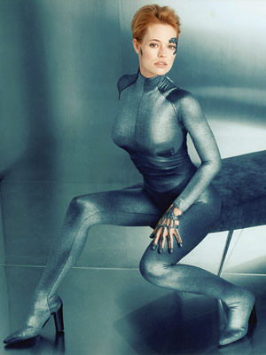 No, Jeri Ryan does not appear in Star Trek 2009.